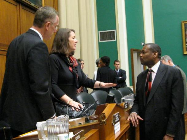 Arthur Evans, PhD, right, speaks with Reps. Diana DeGette (D-CO), center, and Tim Murphy (R-PA)