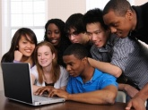 1375449190teenagers_huddled_around_laptop_w432